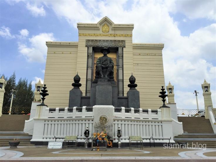 Rama I statue