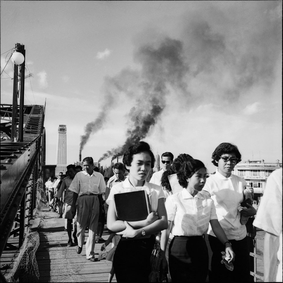 pedestrians on memorial bridge 1953