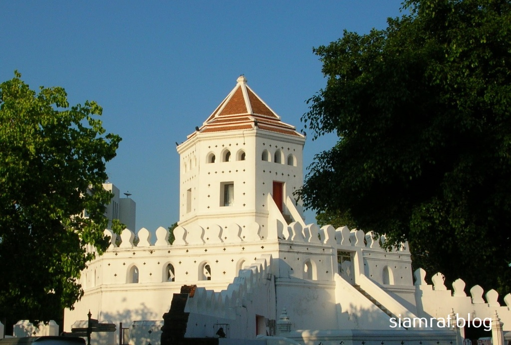 Phra Sumen fortress